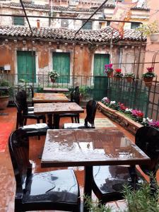 Restaurant ou autre lieu de restauration dans l'établissement Ai Boteri