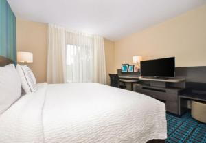A bed or beds in a room at Fairfield Inn & Suites by Marriott Raleigh Cary