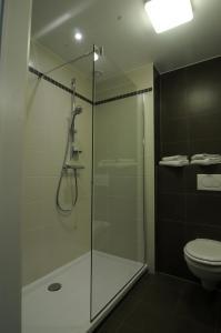 A bathroom at Europahotel