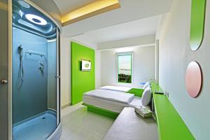 A bathroom at POP! Hotel Teuku Umar