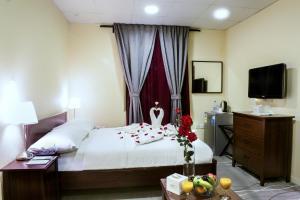 Cama ou camas em um quarto em Palms Lily Hotel Suites