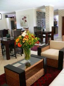 A restaurant or other place to eat at Rustenburg Boutique Hotel