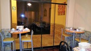 A restaurant or other place to eat at Hotel Pradera Verde Inn