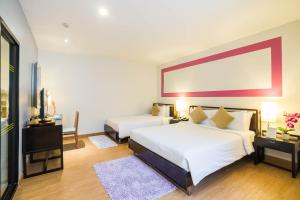 Łóżko lub łóżka w pokoju w obiekcie Hotel De Bangkok