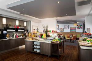 A restaurant or other place to eat at Park Inn by Radisson Northampton Town Centre