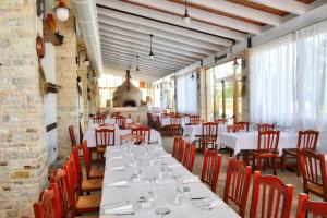 A restaurant or other place to eat at Tenuta Lama Gorga