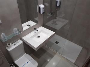 A bathroom at Hostal Tilos