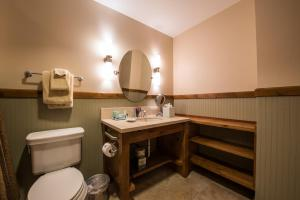 A bathroom at The Lodge at Mountaineer Square