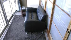 A seating area at Minshuku Takahashi Kashibuneten