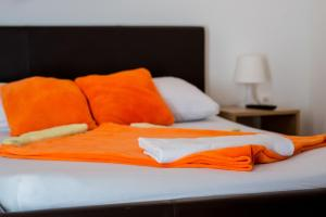 A bed or beds in a room at Integralni Hotel & Hostel Zagreb