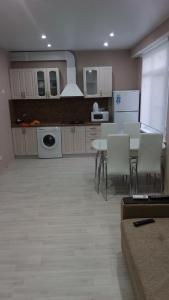 Кухня или мини-кухня в Apartment Real House