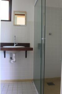 A bathroom at Pousada O Canto das Sereias