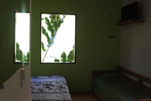 A bed or beds in a room at Pousada O Canto das Sereias