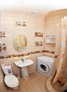 Ванная комната в 2-Bedroom Apartment