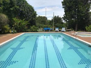 The swimming pool at or near Finca Machangara
