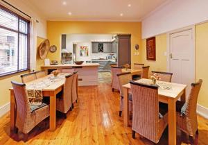 A cozinha ou cozinha compacta de Tom's Guest House
