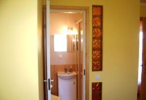 A bathroom at Vētrasputns