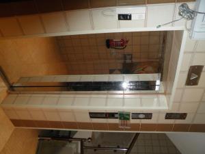 Um banheiro em Tonova Apartment
