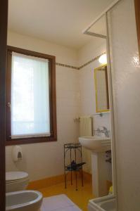 A bathroom at Osteria La Pesa
