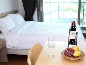 A bed or beds in a room at The Blue Jeju