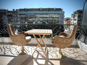 A balcony or terrace at Apart Hotel Riviera - Grimaldi / Promenade des Anglais