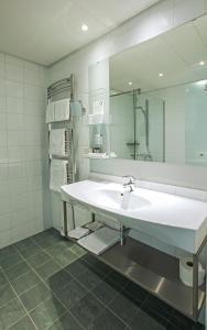 A bathroom at Hotel Arctic