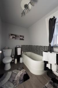A bathroom at Gîte La Belle Dame
