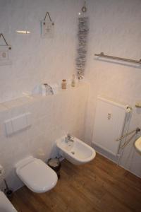 Ein Badezimmer in der Unterkunft Apartmentanlage Birdieweg