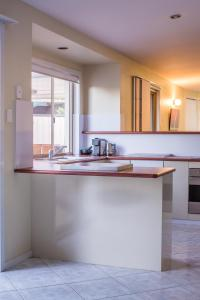 A kitchen or kitchenette at Apurla Hervey Bay - Located at the Point