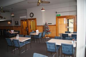 A restaurant or other place to eat at Hotel South Otago