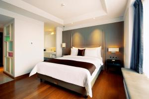 A bed or beds in a room at De Paviljoen Bandung by HIM