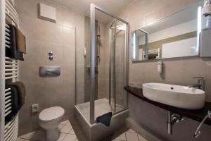 A bathroom at Best Western Hotel Ambassador