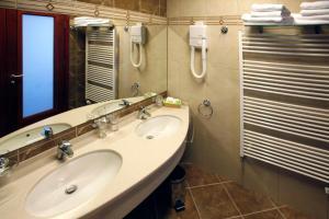 A bathroom at Hotel Savus