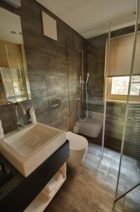 A bathroom at Schatzalp Hotel