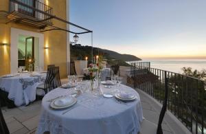 Un restaurante o sitio para comer en San Francesco Resort