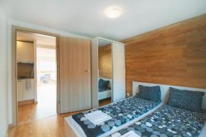 Łóżko lub łóżka w pokoju w obiekcie Apartamenty Orla