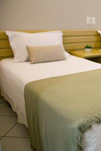 A bed or beds in a room at Hotel Sansaed