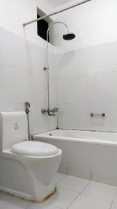 A bathroom at Gantavya Resort