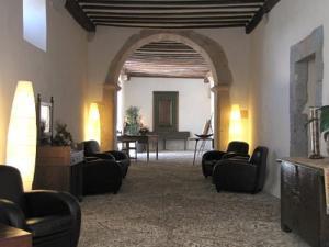Coin salon dans l'établissement Hotel Roncesvalles