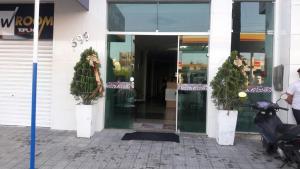 The facade or entrance of Hotel Continental