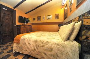 Letto o letti in una camera di La Canonica dei Fiori - Anna Fendi Country House