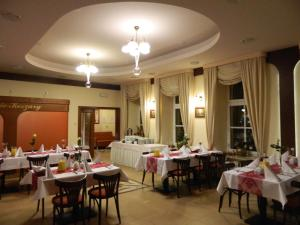 Restauracja lub miejsce do jedzenia w obiekcie Hotel Carskie Koszary