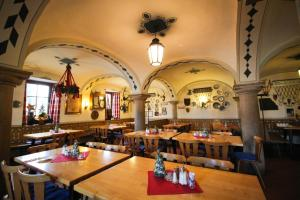 Ein Restaurant oder anderes Speiselokal in der Unterkunft Hotel-Gasthof Obermeier