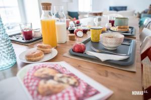 Opções de café da manhã disponíveis para hóspedes em NOMAD 64