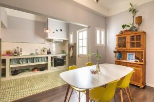 A kitchen or kitchenette at Endemic - Concept Apartment