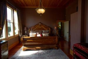 A bed or beds in a room at The Old Church Villa