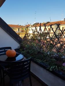 Balkonas arba terasa apgyvendinimo įstaigoje Home Suite Home - Casa Aramis Navigli zona Darsena -Bocconi - Cattolica -metro' verde Porta Genova