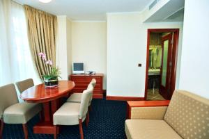 A seating area at Hotel Savus