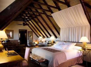 Cama o camas de una habitación en Asia Gardens Hotel & Thai Spa, a Royal Hideaway Hotel
