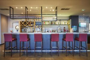The lounge or bar area at Campanile Paris Sud - Saclay